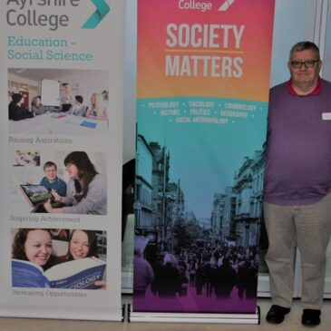 Campaigners Urge Students to Change the World